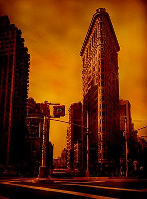 Flatiron building, Manhattan, NYC - p1028m2290890 by Jean Marmeisse