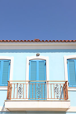 Blue shutters - p045m954956 by Jasmin Sander