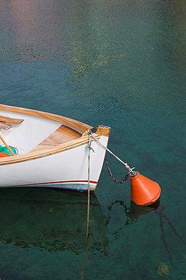 Ruderboot an Boje - p1149m1119803 von Yvonne Röder