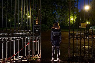 France, Lyon, Nocturnal park - p491m2253579 by Ernesto Timor