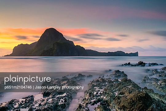 Long exposure of Cadlao Island on Bacuit Bay at sunset seen from Caalan Beach, El Nido, Palawan, Philippines - p651m2104746 by Jason Langley photography
