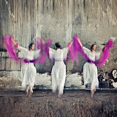 Dancing - p577m716298 by Mihaela Ninic