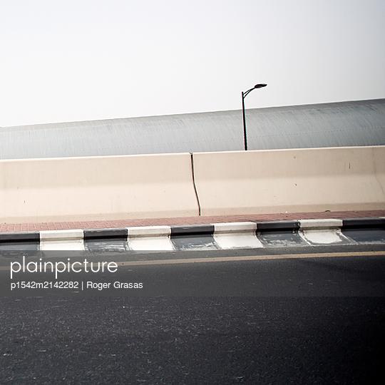 Tarmaced road and crash barrier, Dubai, UAE - p1542m2142282 by Roger Grasas