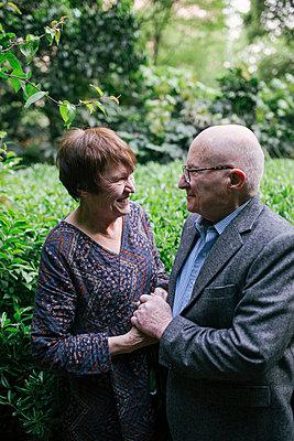 Nettes älteres Paar - p1238m1591639 von Amanda Voelker