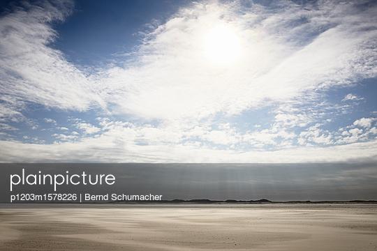 Wattlandschaft bei Spiekeroog - p1203m1578226 von Bernd Schumacher