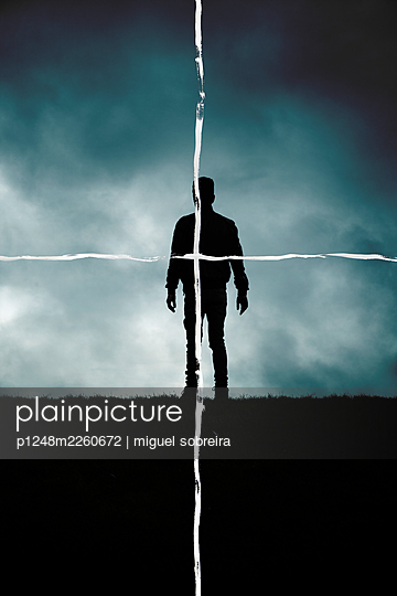 Painted crosshair over silhouette of a man - p1248m2260672 by miguel sobreira