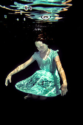 Girl Underwater  - p1019m2100545 by Stephen Carroll