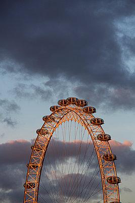 Blick auf das Riesenrad in London - p1057m1496682 von Stephen Shepherd