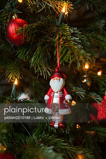 Contemplative Christmas - p454m2210188 by Lubitz + Dorner