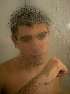 Man in a shower cubicle - p1267m2064764 by Wolf Meier