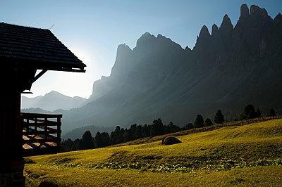 Brogleshütte vor den Geislergruppe - p470m2020333 von Ingrid Michel