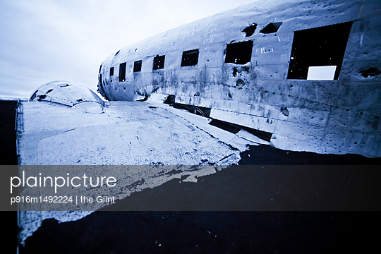 Wreck of a plane - p916m1492224 by the Glint