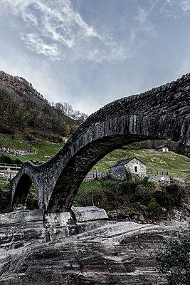Ponte dei Salti bei Lavertezzo - p248m1503231 von BY