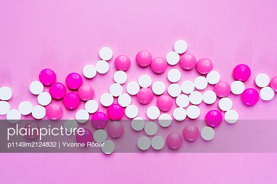 Pills - p1149m2124832 by Yvonne Röder