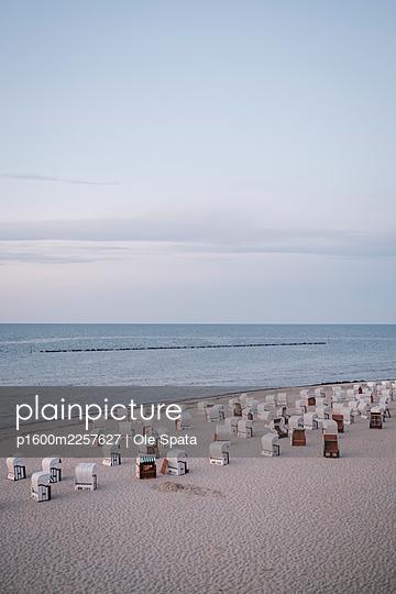 Germany, Mecklenburg-Vorpommern, Rügen, Baltic sea in spring - p1600m2257627 by Ole Spata