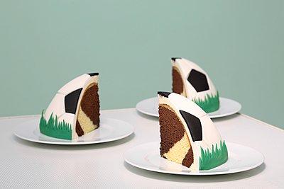 Marble cake - p237m1136893 by Thordis Rüggeberg