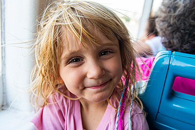 Portrait of little blonde girl smiling at camera - p300m2206967 by Michael Runkel