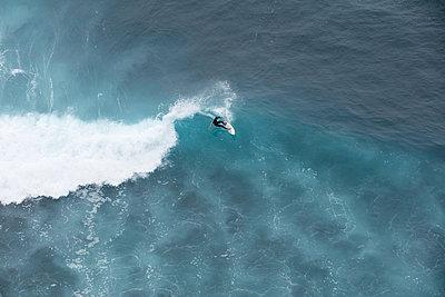 Wellenreiten - p608m1116286 von Jens Nieth
