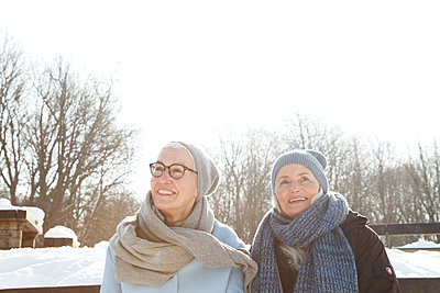 Treffen im Schnee - p981m1590413 von Franke + Mans