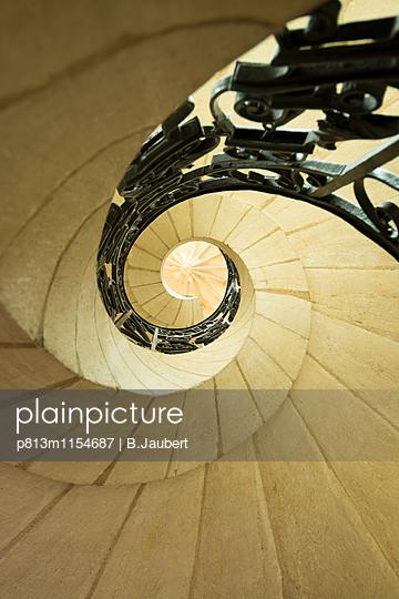 Winding staircase - p813m1154687 by B.Jaubert