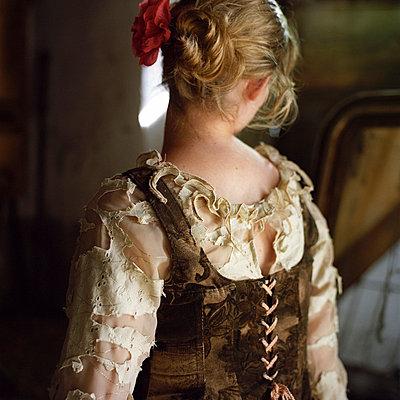 Woman looking at a mirror - p9450005 by aurelia frey
