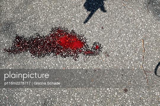 Street crime - p116m2278717 by Gianna Schade