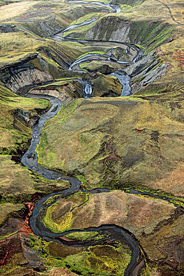 Aerial view of meandering river, Landmannalaugar, Iceland - p1026m992044f by Romulic-Stojcic