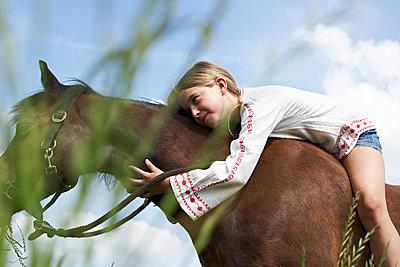 12_07_horsegirl - p300m1228420 by Sandra Seckinger