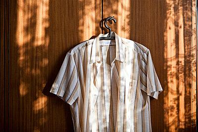 Braunes Hemd - p8800057 von Claudia Below