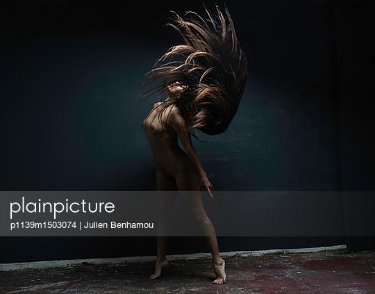 Female dancer with long black hair - p1139m1503074 by Julien Benhamou