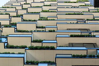 Apartment tower with balconies - p1170m1044316 by Bjanka Kadic