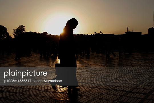 Woman, Marrakech, Morocco - p1028m1586817 von Jean Marmeisse