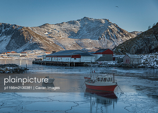 A small fishing boat is frozen in Stunning Norway - p1166m2130381 by Cavan Images