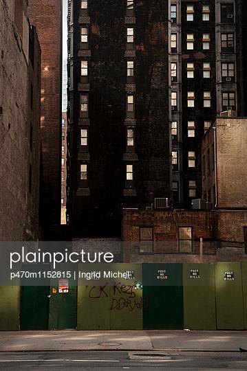 Wohnblocks in Manhattan - p470m1152815 von Ingrid Michel