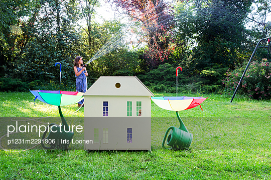 Spielhaus im Garten - p1231m2291906 von Iris Loonen