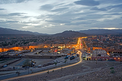 General view of a small Moroccan town at dusk - p589m1171118 by Thierry Beauvir