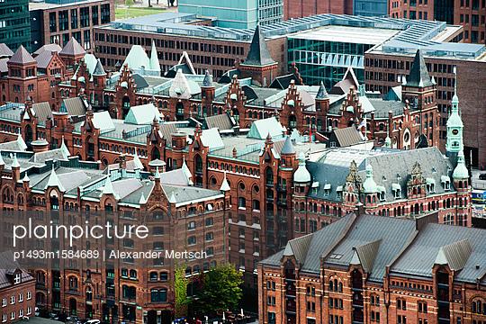 Blick auf Speicherstadt von Nikolaikirche, Hamburg I - p1493m1584689 von Alexander Mertsch
