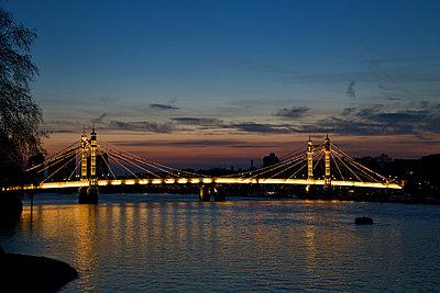 Great Britain, London, Albert Bridge - p1399m2272925 by Daniel Hischer