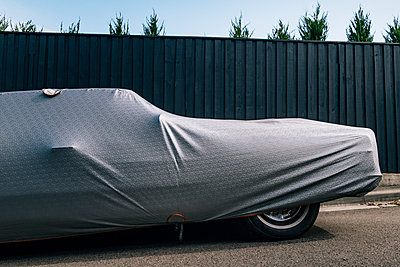 Protective cover on car near fence - p555m1422296 by Max Milne