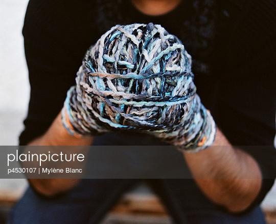 Bound hands - p4530107 by Mylène Blanc