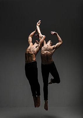 Ballet dancer - p1139m2022100 by Julien Benhamou