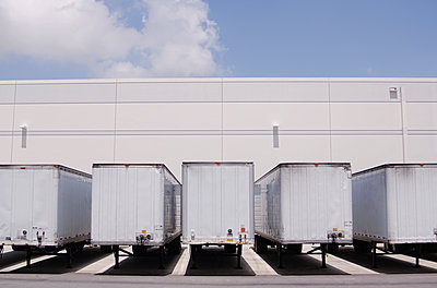 Cargo containers at loading docks - p555m1305287 by PBNJ Productions