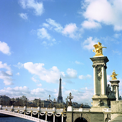 Pont Alexandre III and Eiffel Tower - p565m1129066 by Vincent Charmette