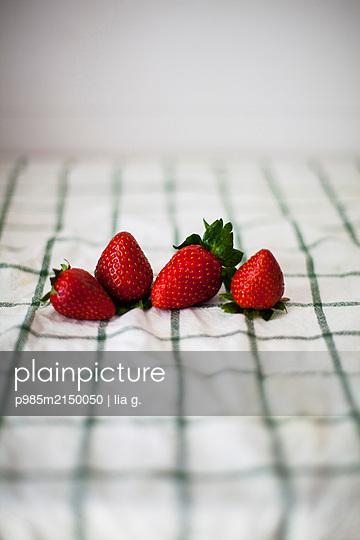 Fresh strawberries - p985m2150050 by lia g.