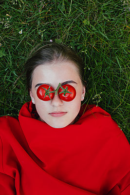 Tomatoes on the eyes - p1621m2283364 by Anke Doerschlen