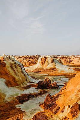 Volcanic landscape against sky at Dallol Geothermal Area in Danakil Depression, Ethiopia, Afar - p300m2171145 by letizia haessig photography