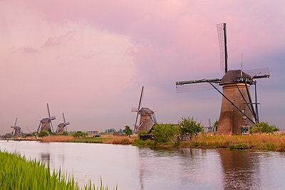 Historic windmills at Kinderdijk, UNESCO World Heritage Site, South Holland, Netherlands, Europe - p871m973647 by Miles Ertman