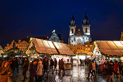 Christmas markets in Prague's Old Town Square, UNESCO World Heritage Site, Prague, Czech Republic - p871m2149852 by Matt Parry