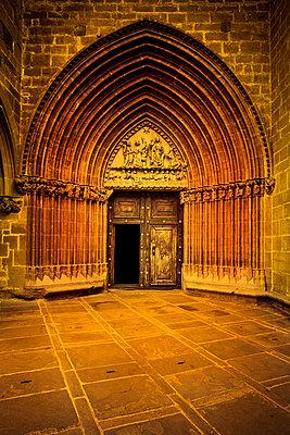 Gotisches Kirchenportal - p248m2107529 von BY