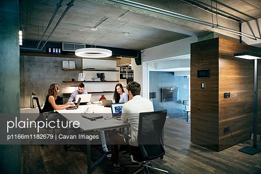 p1166m1182679 von Cavan Images